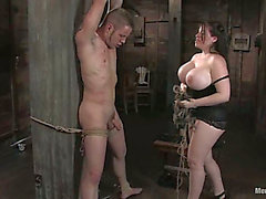 Immensément Boobed Daphne Rosen Playing With Chap En Dominatrice castigation sadomasochisme Vid