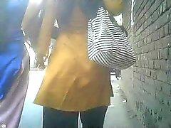 Chicas bangladeshí seguido por Germnan individuo