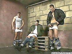 3 stattlicher Brüder haben keine Tabu so dass zusammen runterholen