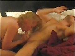 El sexy y tetona MILF necesita una larga sesión sexual con una ráfaga de orgasmo