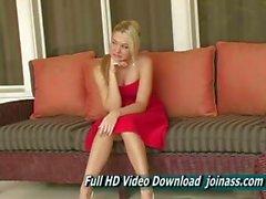 Alison Angel einem sexy roten kleide verhält sich wie ein Mode Modell