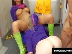 Stewardesses Sunny Lane & Eva Angelina kyllästyvät lentokoneella!