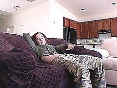 Petite chica pelirroja Annabelle muestra su cuerpo delgado para la cámara