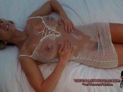 NIkki Sims mojado y topless en ropa interior blanca del cordón