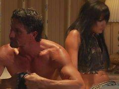 La acción del sexo caliente con las bonita la estrella la pornografía Alektra Blue