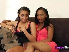 Le lesbiche nere sanno sicuramente come piacersi a vicenda