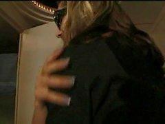 Backstage sluts teen follada por el guitarrista en el autobús de la gira!