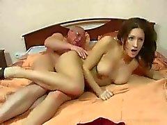 Sexo familiar puro: abuelo y nieta