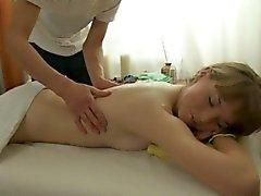 Chap no pudo resistir de arar cutie después del masaje