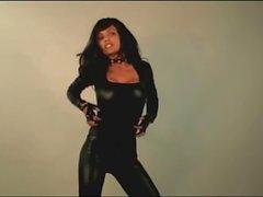 Denise Milani in Latex -Fetisch - Non Nackt