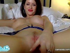 Emily Addison big tits rothaarige masturbieren bis pussy vollnass.