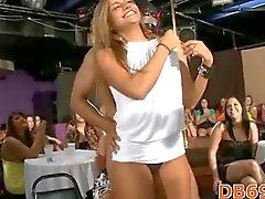 Groep wilde sex op feestje