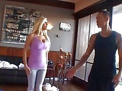 Tasha Reina folla a lo del profesor yoga!