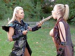 Lesbiana samurái a Ashley de Bulgari Danielle de Maye