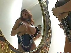 Девона Михаэле оделись в некоторой курчавого кожи