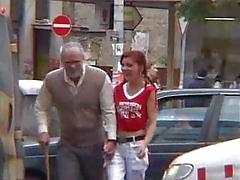 Redhead tiener en haar niet lelijk Granfather