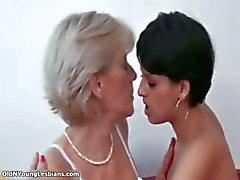 Mogen blond lesbisk blir kåta making