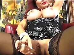 Sexy Ванесса Big Tits висит на черное платье