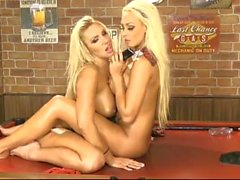Dannii harwood y lucy veranos caliente uk
