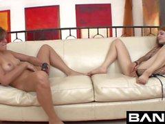 BANGcom sexy di lesbica Teens dita dentro