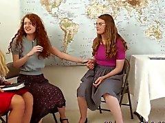Религиозные мамаша втирает подросткам