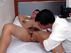 врач Азии посасывая петуха больных жесткий