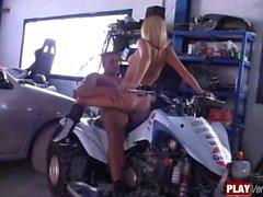 Repairman Samantha Sainz A todo gas