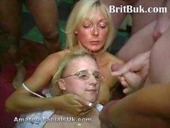 Gordinho ao lado britânico Esposa do porra cobriu