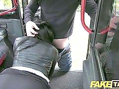 FakeTaxi - del cuervo de taxi de cabello polizonte paga