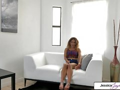 Jessica Jaymes et Liv Revamped baise une grosse bite, grand butin