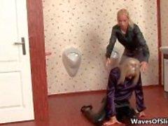 Duas garotas com tesão loira recebendo