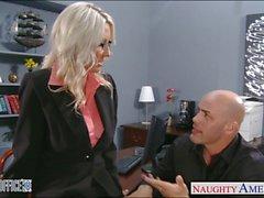 Blonde sexy Emma Starr se cloué au bureau