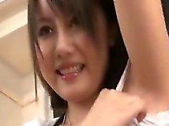 Timida del cutie asiatiche Posa e mostra il le tette lento per cam