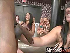 Deepthroating Een Big Stripper pik