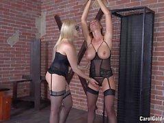 Angel a Wicky punisce di Carol Goldnerova