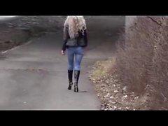 Узкие джинсы и Boots !!! Гидромассажная шлюха