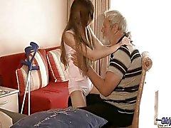 Old ihminen käytetyt käytetty teini teini seksuaalinen hoitoa