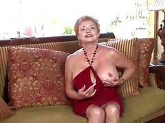perverse oma krijgt geil