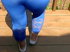 culo atractivo la la mujer en polainas color azul