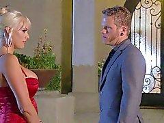 Busty blondi stromy Daniels saa iskemisestä