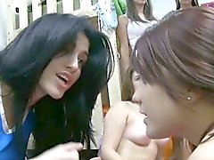 Anni dell'adolescenza di Lesbo sorority Hazed dando bj