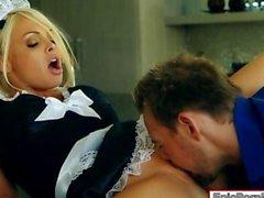 Sirvienta pechugona a Jesse de Jane clavó en la cocina esperma facialed