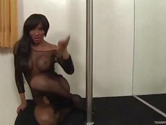 Travesti Ariadny Oliver A tranny Who loves Masturbating