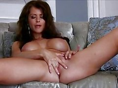 Lovely Emily Addison feels her ribbed toy drilling in her deepest