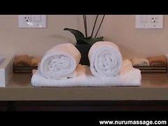 Mutlu biten Asa Akira yağlı masajı