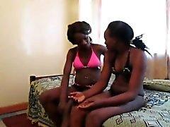 Las lesbianas africanas Urbi e Iverem disfrutan de la puta consolador