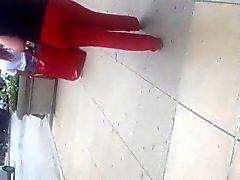 Madres para Coger GTAP atractiva en pantalones rojos