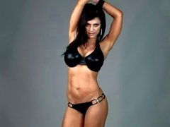 Denise Milani nella Latex del bikini - non nude