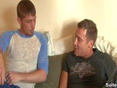 Les gays impressionnants Jayden Gray et Trevor Knight baisent leurs cul sexy