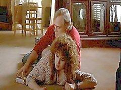 María Schneider besarse con un hombre de una vacías